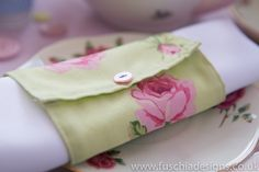 Vintage floral fabric napkin wrap to hire. www.fuschiadesigns.co.uk
