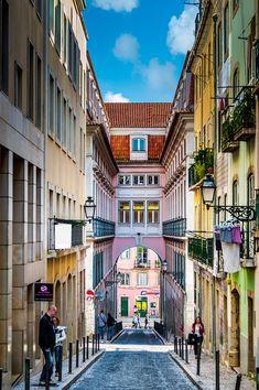 Rua da Rosa no Bairro Alto em Lisboa, Portugal.