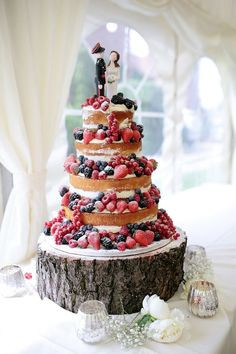 rustic naked wedding cakes / http://www.deerpearlflowers.com/rustic-berry-wedding-cakes/