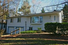 SOLD! 2635 Gladstone, Ann Arbor, MI. 3 bedroom, stacked ranch style home with a finished lower level and beautiful, fenced back yard. $249,900