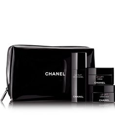LA NUIT DE CHANEL / LE LIFTBEAUTIFUL NIGHT SET - RECHARGE AND SMOOTH A black CHANEL pouch containing a set of three skincare products with all the benefits of a restoring night of sleep: LA NUIT DE CHANEL, a highly recharging night care product, LE LIFT Crème, a firming and smoothing cream, and LE LIFT Crème Yeux, a revitalising eye contour product. The essential night ritual for rested features, smooth, plumped skin and sparkling eyes in the morning.