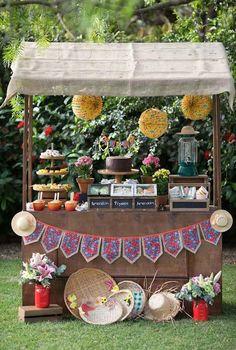 Barraquinha de festa junina Ramadan Decorations, Table Decorations, Fiesta Theme Party, Diy Chandelier, Mexican Party, Animal Party, Luau, Diy Party, Party Ideas