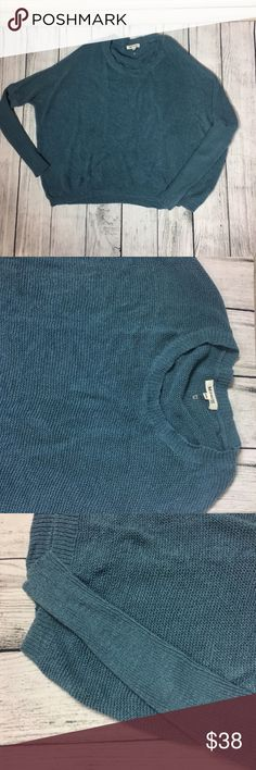 Beautiful blue knit sweater 💙 Absolutely beautiful blue knit sweater. Description of sweater and what it is made out of is shown in the pictures above. This sweater pits perfectly with some dark or light skinny jeans and booties Dorimas Closet Sweaters