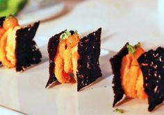 Bocadillo de calamares de Sergi Arola Baby Food Recipes, Snack Recipes, Snacks, Gourmet Appetizers, Bistro Food, Mini Foods, Molecular Gastronomy, Aesthetic Food, Creative Food