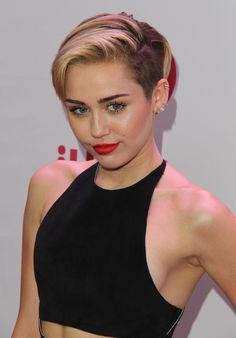 Miley Ray Cyrus is an American singer, songwriter, and actress. Full Name: Miley Ra Jenny Mccarthy, Elegant Hairstyles, Vintage Hairstyles, Miley Cyrus News, Fashion Idol, Women's Fashion, Glamour, Celebrity Hairstyles, Fashion Hairstyles