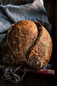 Basic bread, my first sourdough bread. How to make your first homemade sourdough bread, all the process with tips, doubts and answers. Sourdough Recipes, Sourdough Bread, My Daily Bread, Different Types Of Bread, Spoon Bread, Breakfast Bread Recipes, Rustic Bread, Eat Seasonal, Vegan Bread