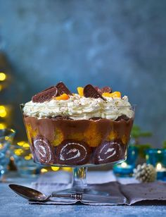 Chocolate Orange trifle Our easiest-ever trifle was inspired by everyone's favourite Christmas treat - the Terry's Chocolate Orange!Our easiest-ever trifle was inspired by everyone's favourite Christmas treat - the Terry's Chocolate Orange! Orange Trifle Recipes, Köstliche Desserts, Chocolate Desserts, Delicious Desserts, Light Desserts, Plated Desserts, Chocolate Trifle, Individual Desserts, Birthday Desserts