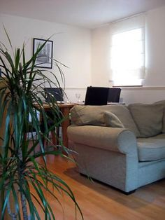 Lovely short-term apartment in Covent Garden. London Vacation Rentals, West End Theatres, 1 Bedroom Apartment, Covent Garden, Loft, Couch, Home Decor, Settee, Decoration Home