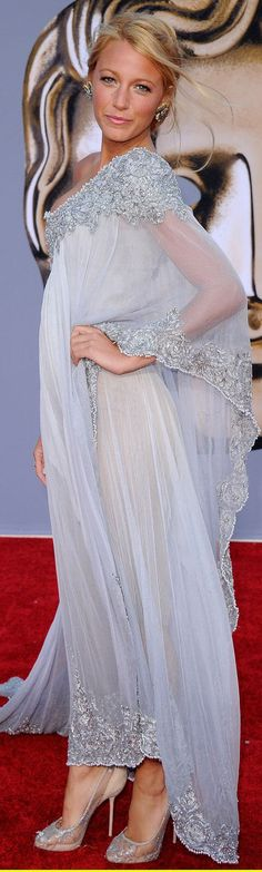 BAFTA Brits to Watch. Blake Lively Red Carpet Fashion dress. На Блейк Лайвли платье Marchesa, туфли Christian Louboutin. Блейк Ла́йвли, урожденная Блейк Эллендер Браун — американская актриса и фотомодель. Родилась 25 августа 1987 г.