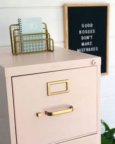 Chalk Painted Filing Cabinet Makeover – home office organization files Diy Home Office Furniture, Home Office Space, Home Office Desks, Furniture Makeover, Diy Furniture, Home Office Filing Cabinet, Furniture Design, Filing Cabinet Makeovers, Office Table
