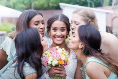 Hochzeit, Reportagefotos, Reportage, Momentaufnahmen, Momente, Fotoshooting, Hochzeitsfotos, Hochzeitsfotografie, Hochzeitsfotograf, Hochzeitsfotografin, Sarah Russ Wedding, Gruppenbild, Idee, lustig, witzig, lachen, Brautjungfern, Braut, Brautstrauß