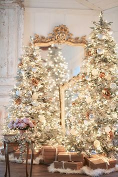 - Holiday home-Living room Christmas tree Romantic French Country Christmas Decorations: Explore this magical and romantic Christmas tree and mantle filled with evergreen, gold and white lights, and holiday vintage decor. Gold Christmas Tree, Cottage Christmas, Beautiful Christmas, Christmas Home, Christmas Holidays, Christmas Bedding, Christmas Cactus, Christmas Movies, Simple Christmas