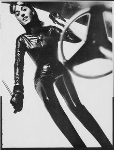 Peter Knapp, Ski Fusée, Vogue, 1967 © Vogue