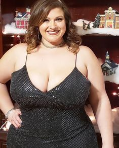 """☆🎀 🅻🄸🅉🅉🄸 🎀☆ on Instagram: """"NYE at home 🥰🥰🥰 I keep my Christmas stuff up for a little while- I spend all that time getting it up there, might as well enjoy it for a…"""" Chubby Ladies, Curvy Plus Size, Enjoy It, Wellness, Formal Dresses, Christmas Stuff, Brunettes, Nye, Cuddle"""