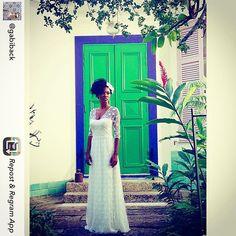 """""""Repost da querida @gabiback fazendo make do editorial da @barbarelah com vestido Carol Nasser!! Arrasaram meninas!! """" Photo taken by @carolnasseratelier on Instagram, pinned via the InstaPin iOS App! http://www.instapinapp.com (07/21/2015)"""