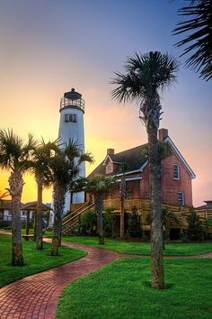 23 Most Beautiful Places to Visit in Florida George Lighthouse - St. Florida Vacation, Florida Travel, Florida Keys, Florida Usa, Vacation Places, Honeymoon Island Florida, Places In Florida, Kissimmee Florida, Tallahassee Florida