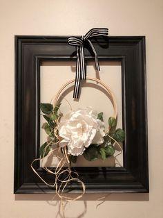 Farmhouse Style Modern Framed Wreath-DIY · Just That Perfect Piece Elegant Fall Wreaths, Autumn Wreaths, Frame Wreath, Diy Wreath, Wreath Crafts, Wreath Ideas, Farmhouse Frames, Farmhouse Style, Modern Farmhouse