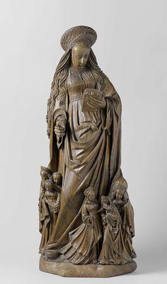 Hendrick Douverman | Saint Ursula and her Virgins, Hendrick Douverman, c. 1520 | De heilige staat met het gewicht op haar linkerbeen en het rechter schuin naar voren geplaatst op een met gras begroeid grondje. Ze leest in een buidelboek, dat zij in de linkerhand houdt. In haar andere hand hield ze waarschijnlijk een pijl. Aan haar voeten staan in twee groepen, van drie en van vier, haar gezellinnen. De twee buitenste figuren trekken de slippen van Ursula's mantel om zich heen…