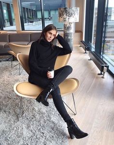 All black outfit / ankle boots #fashion #outfit #ideas #falloutfit #mode #moda #ideeen #outfitideen #modetrends #classy #style