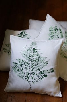 DIY Fern Leaf Print Pillows Tutorial | HungryHeart.se