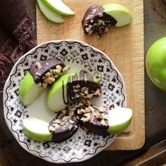 Healthy Candy Apple Wedges...this is the perfect paleo treat to indulge in instead of Halloween candy!