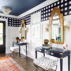 Foyer Design, House Design, Bed Design, Wallpaper Stairs, Bedroom Wallpaper, Wallpaper Ceiling Ideas, Interior Wallpaper, Kitchen Wallpaper, Blue Ceilings