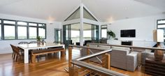 Vantage over Byron 5 bed luxury holiday house close to beach | alluxia.com
