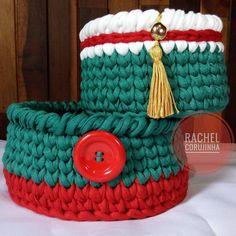 """71 curtidas, 3 comentários - feito à mão - handmade (@rachelcorujinha) no Instagram: """" #RachelCorujinha #feitoamao #handmade #crochê #crochet #fiodemalha #fioecologico #fioreciclado…"""" Crochet Bowl, Crochet Art, Tapestry Crochet, Love Crochet, Baba Marta, Christmas Holidays, Christmas Decorations, Knit Basket, Unique Crochet"""