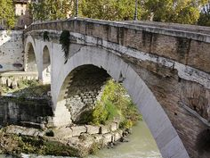 The Pons Fabricius or Ponte dei Quattro Capi, is the oldest Roman bridge in Rome, Italy, still existing in its original state. Built in 62 BC, it spans half of the Tiber River, from the Campus Martius on the east side to Tiber Island in the middle (the Pons Cestius is west of the island). #rome #italy #pons #fabricius #ponsfabricius #quattrocapi #citytrip #travel #lazio #tiber #island #bridge