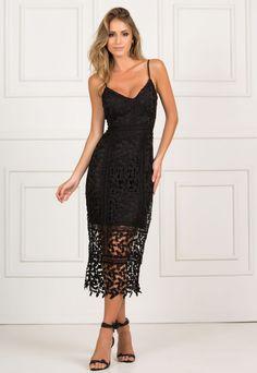 Lindo vestido preto de alcinha midi, sua modelagem mais justa ao corpo é perfeita. A renda o torna sofisticado na medida certa. Look Fashion, Womens Fashion, Russian Beauty, Casual Looks, Beauty Women, Gowns, Fashion Accessories, Elegant, Formal Dresses
