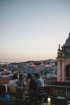 Stroll down from Pincipe Real and go to Park - situated at the last floor of a parking lot - to look over #Lisboa most amazing rooftop view. Sunset is the best time slot.