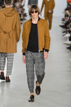 We had a speedy chat with Oliver Spencer backstage after his show at 180 The Strand during LCM about London's influences, art school and progress. What sources of inspiration are your biggest influences? Men in London, creative. Oliver Spencer, Fashion Show, Mens Fashion, Fashion 2016, Baby Pants, Couture, Looking For Women, Dapper, Bomber Jacket