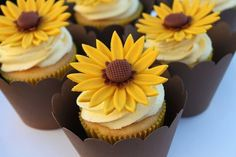 24 Original Cupcake Designs Your Guests Will Love more sunflower cupcakes Cupcakes Design, Fun Cupcakes, Amazing Cupcakes, Sunflower Cupcakes, Sunflower Party, Sunflower Crafts, Sunflower Design, Lemon Sponge, Edible Bouquets