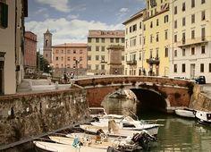 Livorno (en ladino y judeoportugués también Liorne o Liorna) es una ciudad situada en la Toscana, Italia