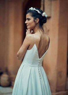 The Timeless Collection by Laure de Sagazan features a wonderful selection of elegant gowns, chic jumpsuits and supremely wearable bridal separates. Laid Back Wedding, Chic Wedding, Laura Lee, Ankle Length Wedding Dress, Sexy Wedding Dresses, Formal Dresses, Wedding Dress With Pockets, Bridal Separates, Gowns Of Elegance