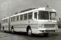 Városi kivitelben 182 személy szállítására tervezték a csuklós Ikarus 180-ast, amely Hotelbusz változatban már csak 12 utas kényelmét szolgálta. A hálófülkékben emeletes ágyakon lehetett aludni, a zuhanyzót hátul alakították ki Expedition Vehicle, Abandoned Cars, Busses, Commercial Vehicle, Locomotive, Old Cars, Motorhome, Cars And Motorcycles, Budapest