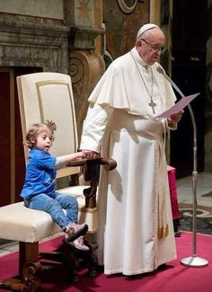 What Pope Did To This Girl With Down Syndrome Is Probably The Warmest Thing You See Today Was Papst diesem Mädchen mit Down-Syndrom angetan hat, ist wahrscheinlich die wärmste Sache, die Sie heute sehen Sweet Stories, Cute Stories, Papa Francisco, Def Not, Human Kindness, Touching Stories, A Silent Voice, Faith In Humanity Restored, Good People