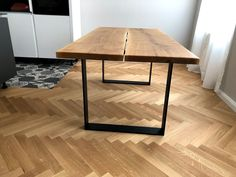 Masivní dubová deska s ocelovými nohami Drafting Desk, Table, Furniture, Design, Home Decor, Interior Design, Design Comics, Home Interior Design, Desk