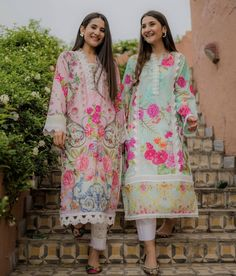 Beautiful Pakistani Dresses, Elegant Saree, Pakistani Dress Design, Pakistani Outfits, Indian Dresses, Indian Outfits, Kurti Neck Designs, Dress Neck Designs, Stylish Dress Designs
