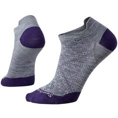 We put all of our smarts into these new and improved run socks that feature our 4 Degree® Elite fit system, ReliaWool® technology for superior durability and a virtually seamless toe. Women's-specific mesh ventilation zones provide ultimate temperature and moisture regulation where female runners need it most.