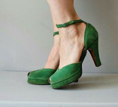 LOVE these green 40's heels!