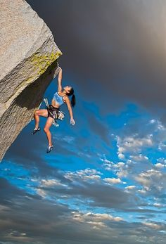 Wild Outdoor Activities You Should Have on Your Bucket List ♂ Outdoor adventure Mountain climbing. Overcoming height anxiety with adrenaline! Climbing Girl, Sport Climbing, Ice Climbing, Mountain Climbing, Radical Sports, Such Und Find, Kayak, Mountaineering, Climbers