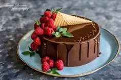 Вкусното ми Хоби със Страст и Любов: Шоколадова Торта Трюфел с малиново кули Chocolate Cake Designs, Chocolate Fruit Cake, Easy Cake Decorating, Cake Decorating Techniques, Cake For Boyfriend, Pavlova Cake, Fruit Cake Design, Fresh Fruit Cake, Berry Cake