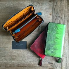 #METTIQUE #handstitch #leatheronly   #METTIQUE U wallet in #lizard with full-grain #Italian vegetable-tanned cowhide lining, #handstitched with bees waxed thread.   WWW.METTIQUE.COM