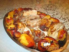Recept za Svinjska rebra u marinadi. Za spremanje ovog jela neophodno je pripremiti svinjetinu, beli luk, so, kim, origano, papriku, pomorandze, biber, ulje, krompi.