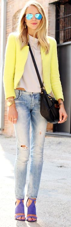 yellow blazer, white tee, light washed skinnies and heels.