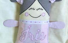 Naninha Menina no Elo7 | VIVENDO COM ARTE (D48A60) Fabric Dolls, Baby Dolls, Sewing Projects, Handmade Rag Dolls, Doll Crafts, Crafts For Children, Handmade Crafts, Baby Pillows, Child Sleep