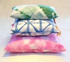 Almohadones de algodón teñidos con técnica Shibori. http://gabyboccardo2.mitiendanube.com/almohadones/almohadones-de-algodon/