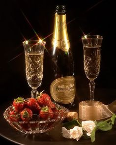 CHAMPAGNE And STRAWBERRIES ♚★Enchanted Evening♚★ ( before dropping a Strawberry in your glass, poke several small holes in it. By the time you've finished your drink, the Strawberry has soaked up the Champagne and TASTES AMAZING! Champagne Moet, Champagne Glasses, Strawberry Champagne, New Years Eve Party, Happy New Year, I'm Happy, Wines, Party Time, Happy Birthday