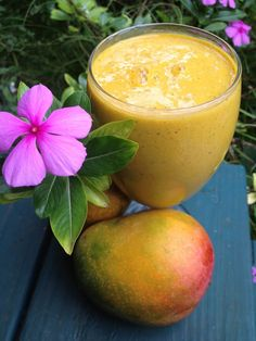 DESAYUNO NUTRITIVO CON MANGOS Y PLÁTANOS. Aumenta tus niveles de energía, ayuda a curar tu piiel, y alcalinizar su cuerpo y más. Ingredientes:  2 grandes mangos maduros, 1 banana, 1/2 taza de especias de chia,  1 taza de leche de almendras o bien leche de coco o agua de coco. Mezcle los ingredientes en una licuadora hasta que quede suave y delicioso.